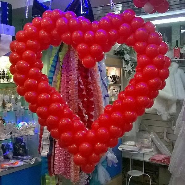 Сердце из шаров на проволочной основе