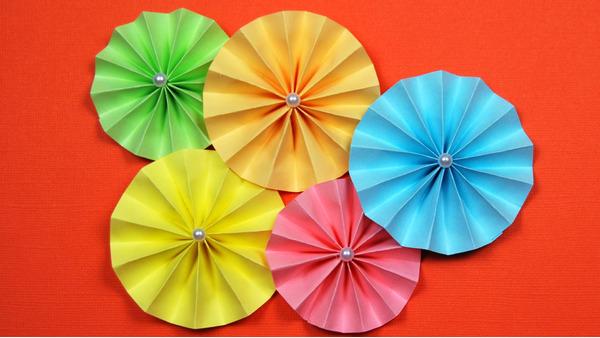 Изображение цветка из гармошки