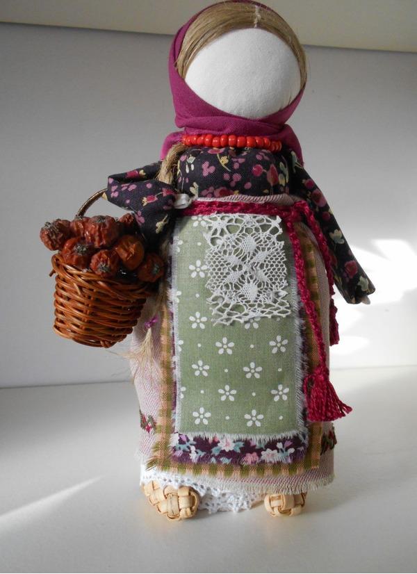 Кукла оберег для славянских семей - не просто игрушка, или предмет интерьера. Это скорее помощник, который в силе решить определенные проблемы в семье и быту.