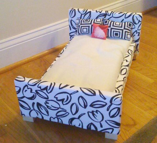 Изготовление картонной кроватки не займет много времени