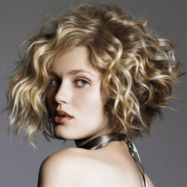 Локоны и их объем на средних волосах после нанесения крема