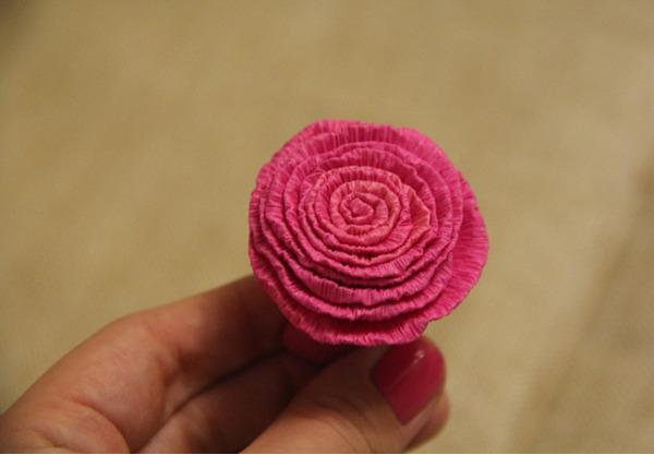 Готовый цветок из бумажной ленты