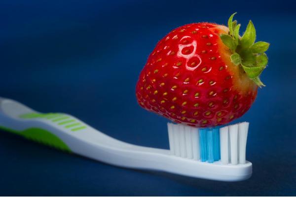 Клубника справится с зубным налетом